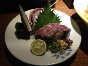 坐唯杏:秋刀魚の刺身