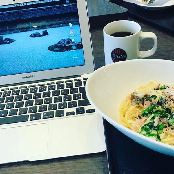 【Instagram】お昼休み、何だかブログが書きたくなって、MacBook Air持参してタリーズに来ました。パスタ食べ終えたので書き始めようと思ってるけど、まったりしてしまって書き進められない^^;。コーヒー飲みつつ少しでも書こうかな。#ブログ更新