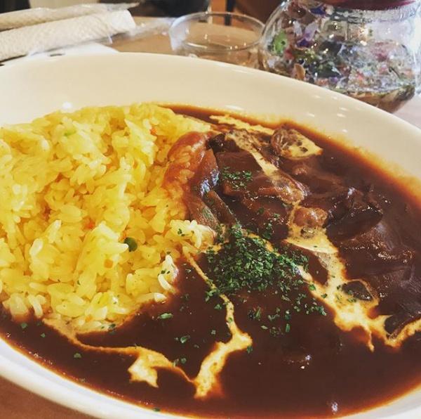【Instagram】昨日のランチは時間を楽しむカフェで。ハヤシライスを食べて、ブログを書き上げました。#ランチ #timescafe