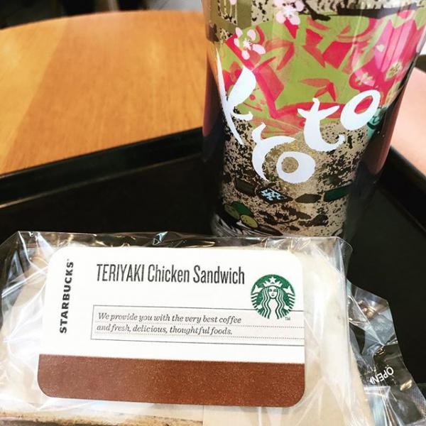 【Instagram】昼休みは久しぶりにスタバ。コーヒーは今日から登場のオータムブレンド。テリヤキチキンサンドイッチも付けたけど、ちょっともの足りないかも^^;。#スタバ #オータムブレンド