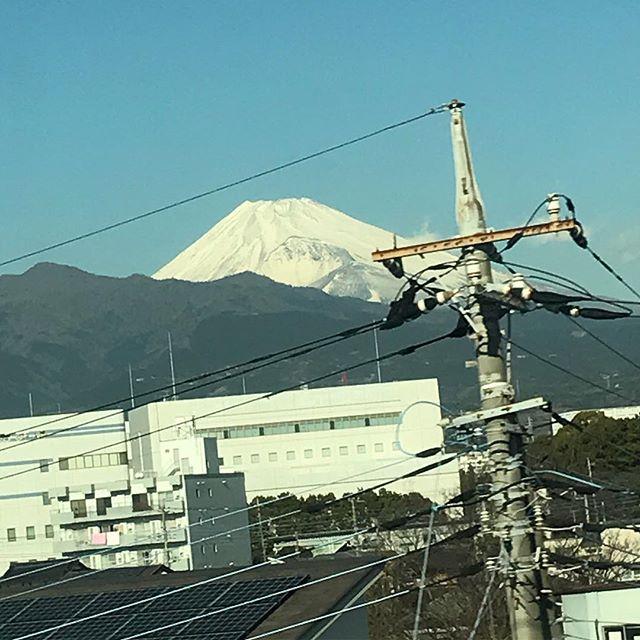【Instagram】三島駅付近の富士山。だいぶ近くなってきました(^o^)#新幹線 #富士山