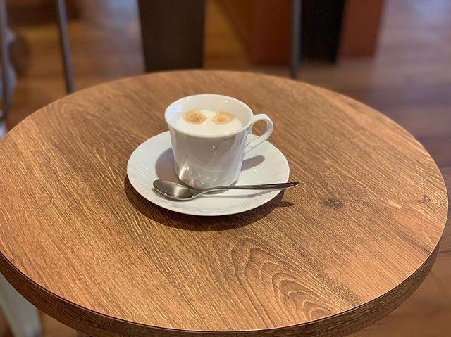 【Instagram】お昼休みは #タイムズカフェ で。LINE@友達になってるおかげで、スタンプが1個押されて、クーポンも使えたのでラッキーでした^_^カプチーノでひと休み。