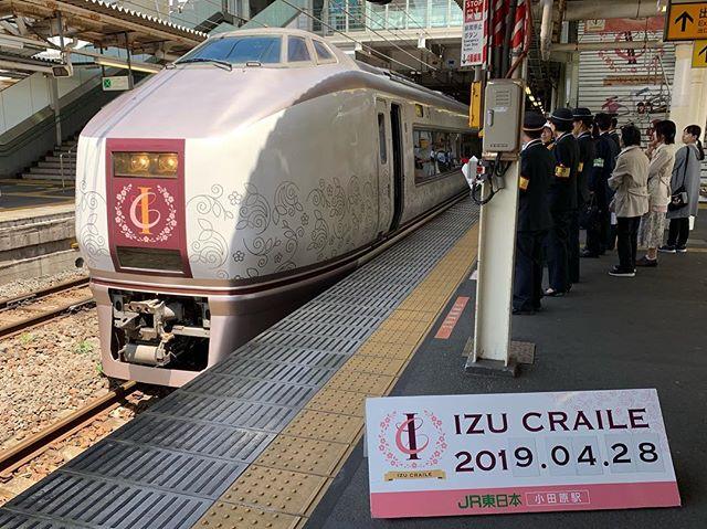 【Instagram】小田原駅でリゾート列車を見送りました。#伊豆トレイル #リゾート列車